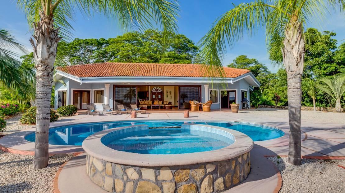 Villa 7_FacadePool